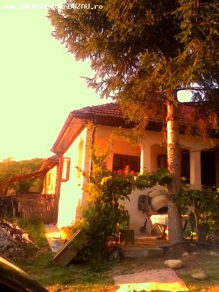 casa + 2200 mp  teren de vanzare