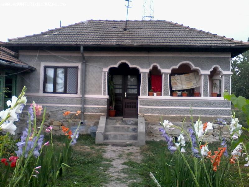 Vand casa 2 camere