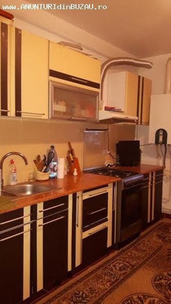 Se vinde un apartament cu 2 camere confort 1 semidecomandat