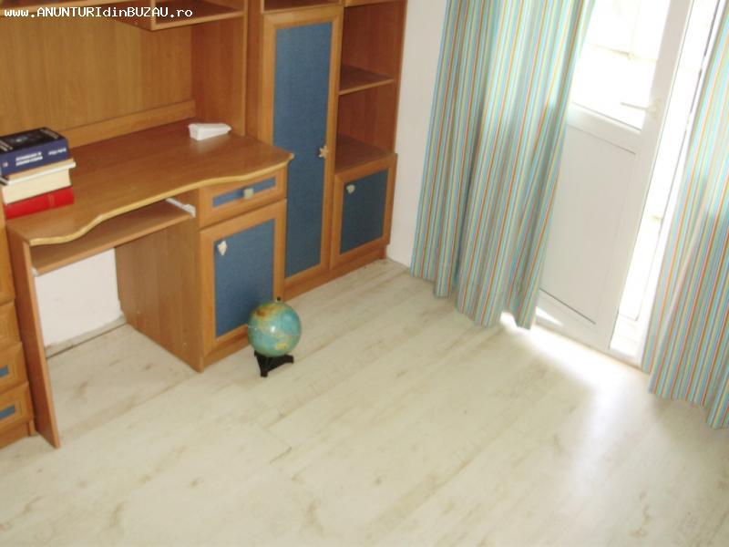 Apartament 3 camere, spatios, 2 balcoane, et 3/4 [239]