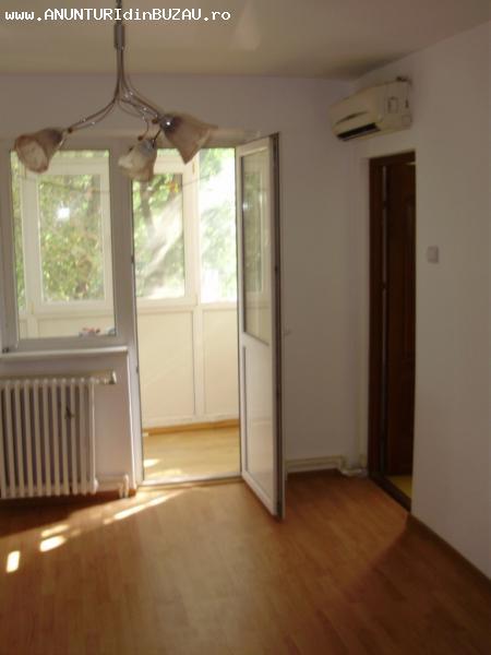 Apartament 2 camere, etaj 1, Micro 14, 150.000 lei