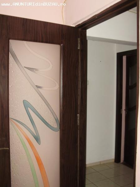 Apartament 3 camere, decomandat, Micro 14