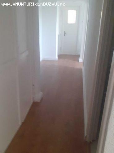 Vanzare apartament 3 camere, Zona Brosteni