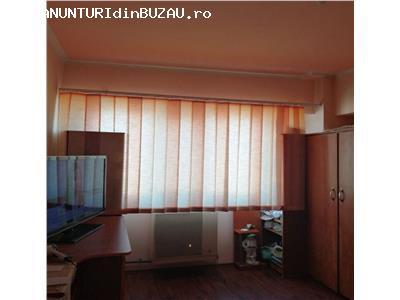 Vanzare apartament 3 camere, zona Micro 5