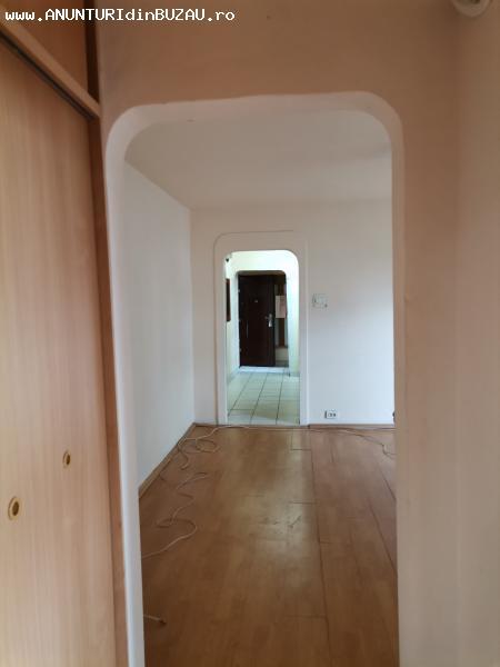 Apartament 3 camere,  zona  Brosteni